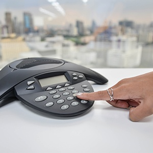 10-tips-for-deploying-a-hosted-voip-phone-system.jpg